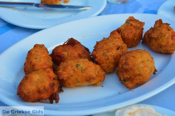 Drakos Fish Taverna Mylopotas Ios - Eiland Ios - Cycladen foto 383 - Foto van https://www.grieksegids.nl/fotos/ios/normaal/eiland-ios-383.jpg