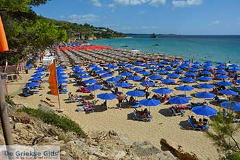 Makris Gialos strand in Lassi Kefalonia - De Griekse Gids photo 10 - Foto van https://www.grieksegids.nl/fotos/kefalonia/350pix/lassi-kefalonia-010.jpg