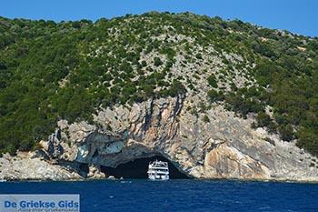 Grot Papanikolis - Meganisi eiland bij Lefkas - Foto 22 - Foto van https://www.grieksegids.nl/fotos/lefkas/meganisi/normaal/meganisi-022.jpg