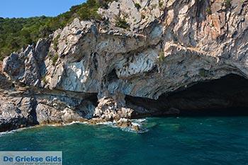 Grot Papanikolis - Meganisi eiland bij Lefkas - Foto 24 - Foto van https://www.grieksegids.nl/fotos/lefkas/meganisi/normaal/meganisi-024.jpg