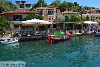 Haven Vathy - Meganisi eiland bij Lefkas - Foto 100 - Foto van https://www.grieksegids.nl/fotos/lefkas/meganisi/normaal/meganisi-100.jpg
