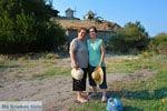 Maria Gritzeli met haar nicht Anastasta in Kontias Limnos (Lemnos) | Griekenland foto 2 - Foto van De Griekse Gids