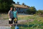 GriechenlandWeb.de Maria Gritzeli met haar nicht Anastasta in Kontias Limnos (Lemnos) | Griechenland foto 3 - Foto GriechenlandWeb.de