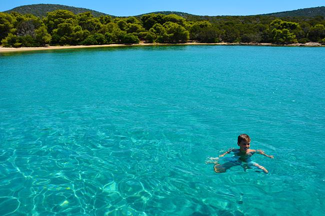 Zwemmen bij de eilandjes tegenover Marmari