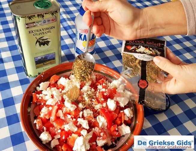 Griekse salade kruiden erbij