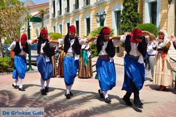 Pasen in Aedipsos   Evia Grieks danse   De Griekse Gids foto 68 - Foto van https://www.grieksegids.nl/fotos/pasen/normaal/pasen-griekenland-129.jpg