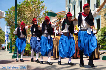 Pasen in Aedipsos | Evia Griekse dansen | De Griekse Gids foto 74 - Foto van https://www.grieksegids.nl/fotos/pasen/normaal/pasen-griekenland-135.jpg