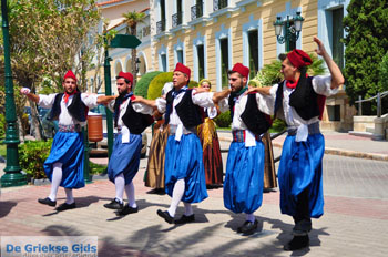 Pasen in Aedipsos | Evia Griekse dans | De Griekse Gids   - Foto van https://www.grieksegids.nl/fotos/pasen/normaal/pasen-griekenland-138.jpg