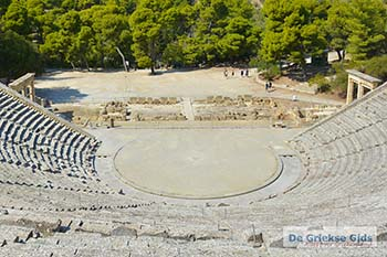 Theater Epidavros -Epidaurus in Argolis op Peloponnesos foto 2 - Foto van https://www.grieksegids.nl/fotos/peloponnesos/argolis/normaal/epidavros-epidaurus-002.jpg