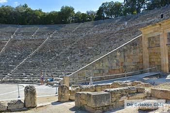 Theater Epidavros -Epidaurus in Argolis op Peloponnesos foto 4 - Foto van https://www.grieksegids.nl/fotos/peloponnesos/argolis/normaal/epidavros-epidaurus-004.jpg