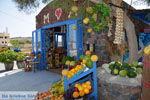 Ergens langs de weg op Santorini   Cycladen Griekenland   Foto 5 - Foto van De Griekse Gids