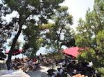 Terras Bourtzi Skiathos-stad - Foto van De Griekse Gids