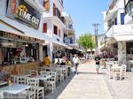 Winkelstraat Papadiamantis in Skiathos-stad foto 1 - Foto van De Griekse Gids
