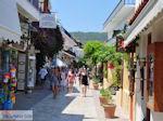 Winkelstraat Papadiamantis in Skiathos-stad foto 10