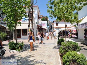 Winkelstraat Papadiamantis in Skiathos-stad foto 2 - Foto van https://www.grieksegids.nl/fotos/skiathos/350pixels/eiland-skiathos-087.jpg