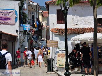 Winkelstraat Papadiamantis in Skiathos-stad foto 3 - Foto van https://www.grieksegids.nl/fotos/skiathos/350pixels/eiland-skiathos-088.jpg