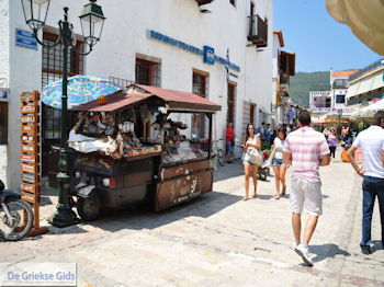 Winkelstraat Papadiamantis in Skiathos-stad foto 7 - Foto van https://www.grieksegids.nl/fotos/skiathos/350pixels/eiland-skiathos-092.jpg