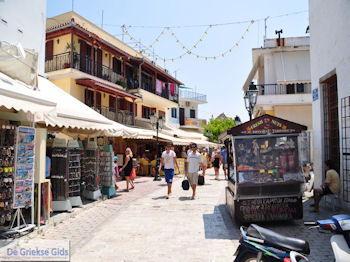 Winkelstraat Papadiamantis in Skiathos-stad foto 9 - Foto van https://www.grieksegids.nl/fotos/skiathos/350pixels/eiland-skiathos-094.jpg