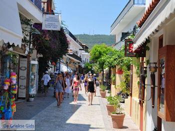 Winkelstraat Papadiamantis in Skiathos-stad foto 10 - Foto van https://www.grieksegids.nl/fotos/skiathos/350pixels/eiland-skiathos-095.jpg