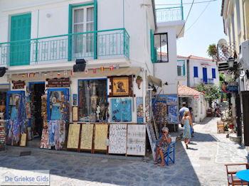 Winkelstraat Papadiamantis in Skiathos-stad foto 12 - Foto van https://www.grieksegids.nl/fotos/skiathos/350pixels/eiland-skiathos-097.jpg