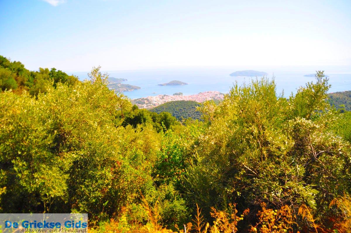 foto Skiathos stad en eilandjes tegenover   Sporaden   De Griekse Gids foto 2