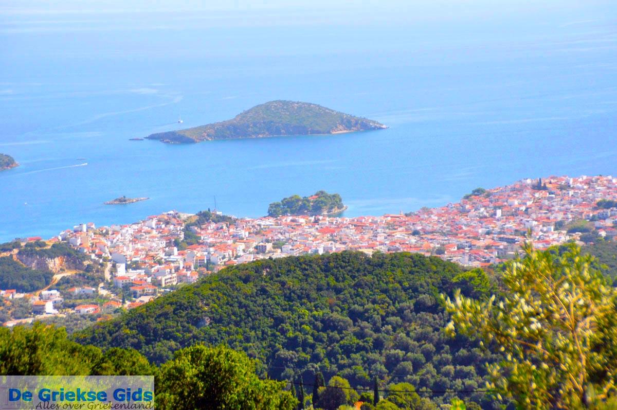 foto Skiathos stad en eilandjes tegenover   Sporaden   De Griekse Gids foto 5