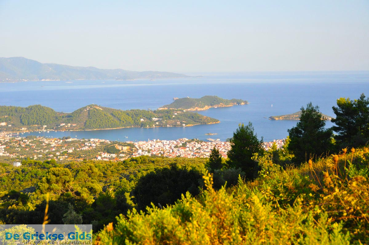 foto Panoramafoto Skiathos stad | Skiathos Sporaden | De Griekse Gids foto 3