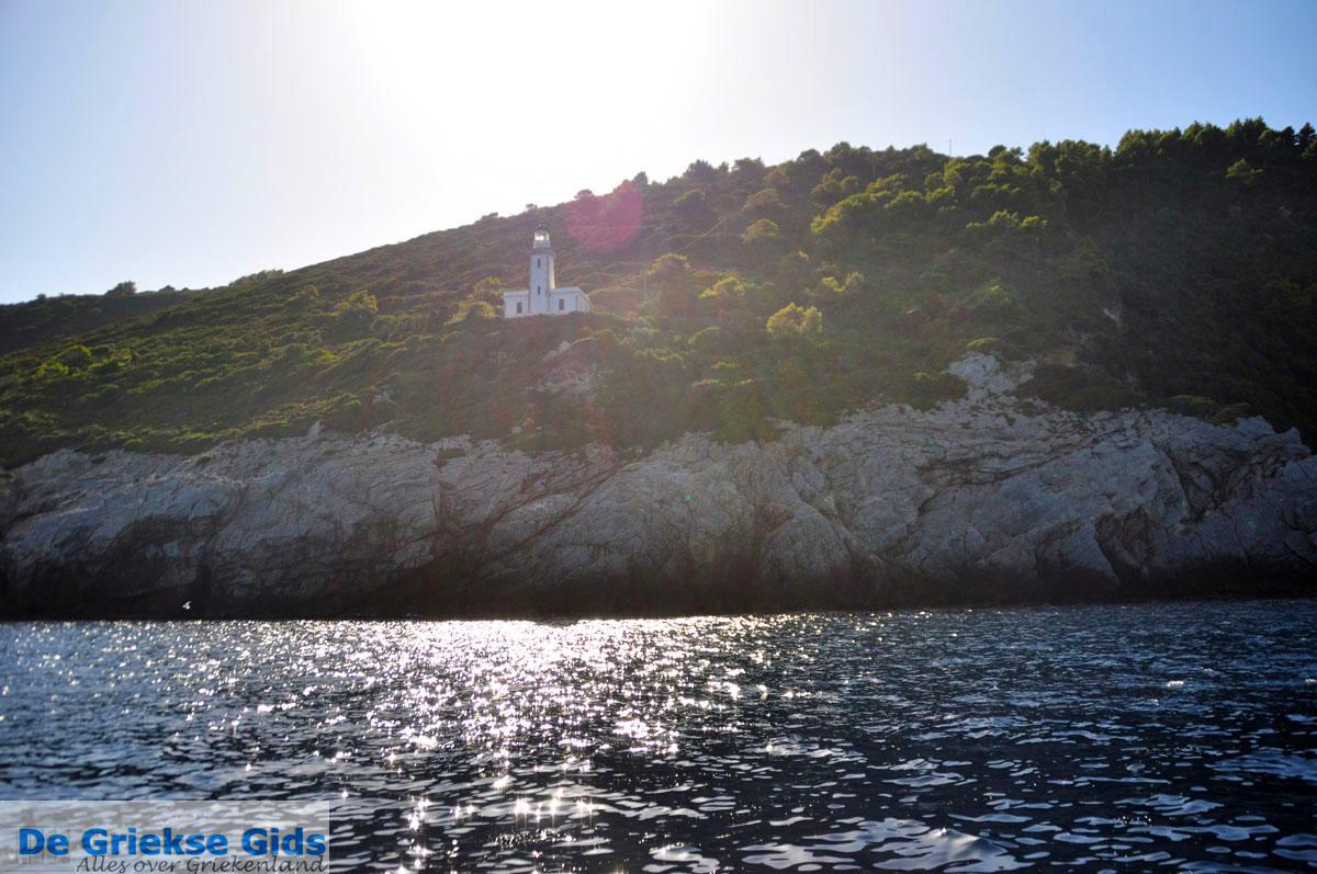 foto Vuurtoren Kaap Gourouni   Skopelos Sporaden Griekenland foto 1