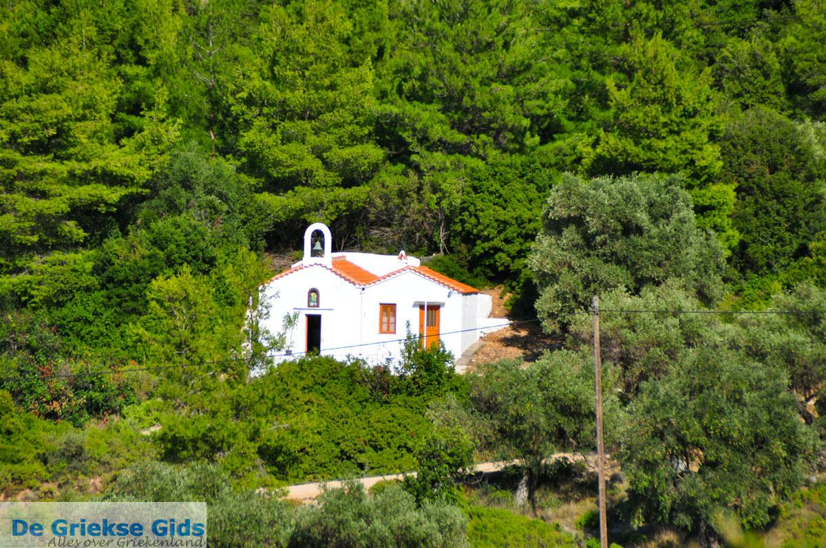 foto Kerkje buiten Skopelos stad | Sporaden Griekenland