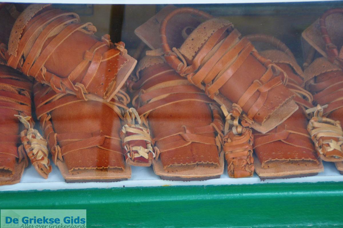 foto Skyriaanse sandalen   Skyros stad foto 1