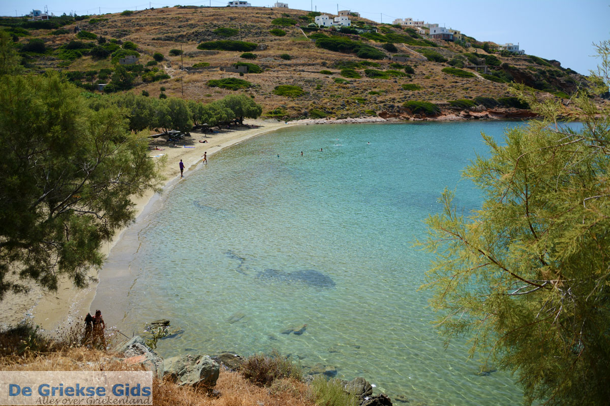 foto Strand Lotos bij Kini | Syros | Griekenland foto 64