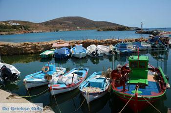 Haventje Fabrika bij Vari | Syros | Griekenland foto 2 - Foto van De Griekse Gids