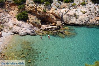 Nudistenstrand Armeos bij Galissas   Syros   Griekenalnd foto 5 - Foto van De Griekse Gids