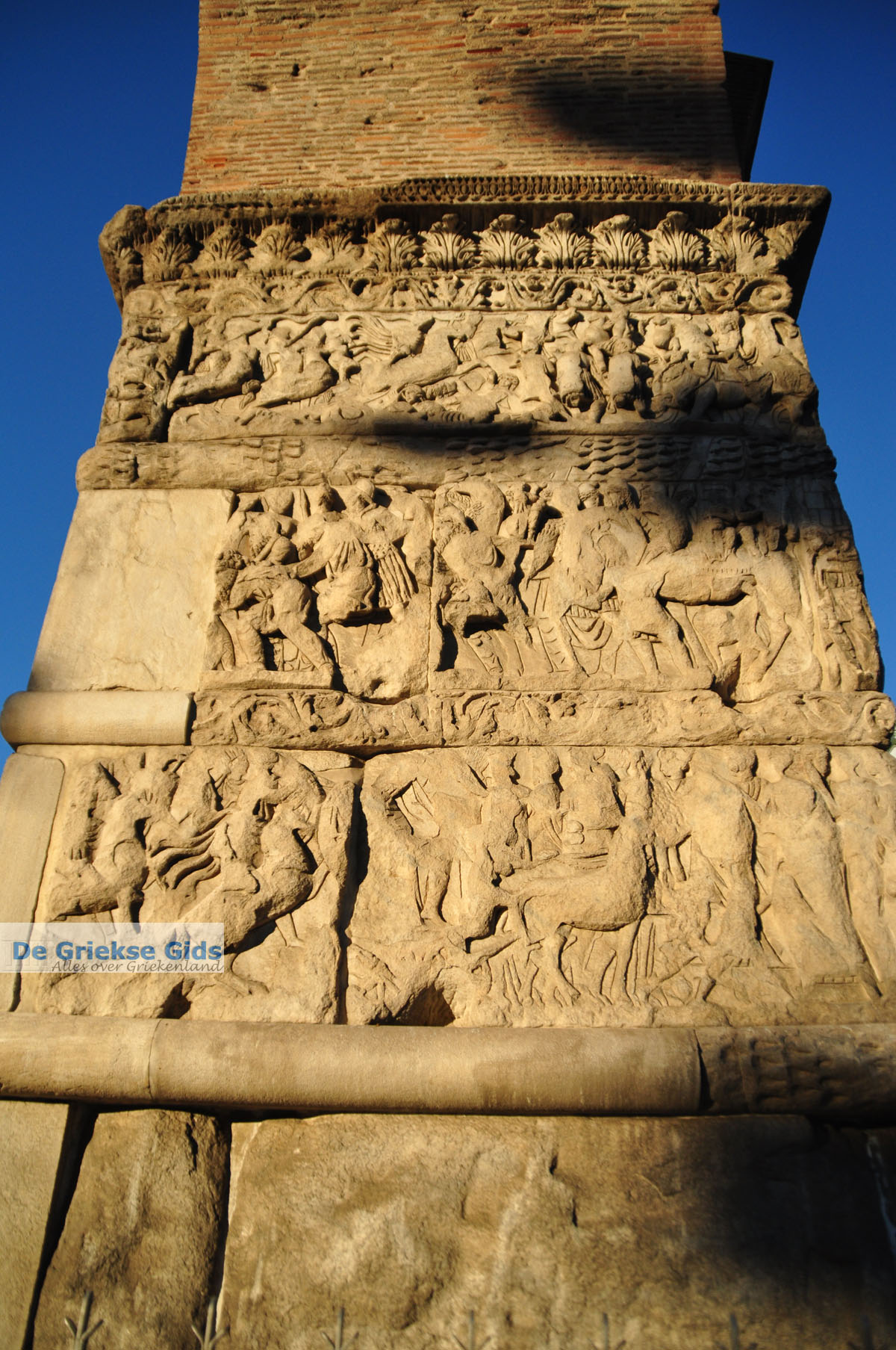 foto Triomfboog Galerius | Thessaloniki Macedonie | De Griekse Gids foto 4