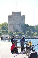 Vissers bij Witte Toren Thessaloniki Macedonie | De Griekse Gids - Foto van De Griekse Gids