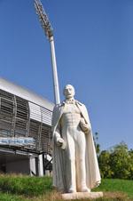 Beeld Lisimachos Kaytatzoglou bij stadion Iraklis | Thessaloniki Macedonie | De Griekse Gids foto 1 - Foto van De Griekse Gids