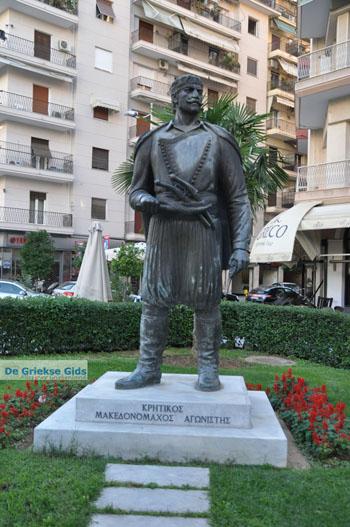 Standbeeld Kretenzer strijder| Thessaloniki Macedonie | De Griekse Gids foto 1 - Foto van https://www.grieksegids.nl/fotos/thessaloniki/normaal/thessaloniki-grieksegids-097.jpg