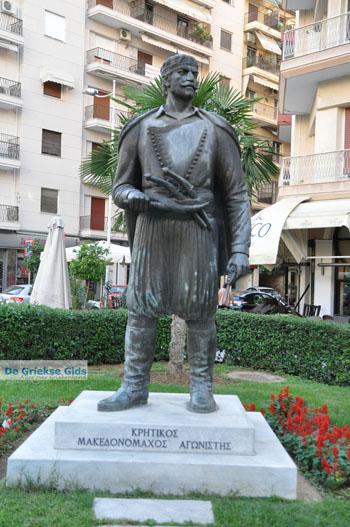 Standbeeld Kretenzer strijder | Thessaloniki Macedonie | De Griekse Gids foto 2 - Foto van https://www.grieksegids.nl/fotos/thessaloniki/normaal/thessaloniki-grieksegids-098.jpg