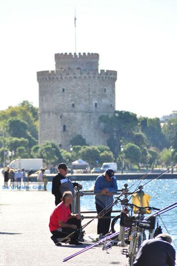 Vissers bij Witte Toren Thessaloniki Macedonie | De Griekse Gids - Foto van https://www.grieksegids.nl/fotos/thessaloniki/normaal/thessaloniki-grieksegids-207.jpg
