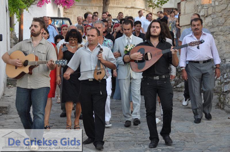 Volop Kretenzische muziek bij het bruiloft