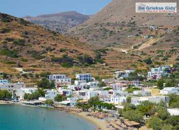 Strand van Kini op Syros - De Griekse Gids - Foto van De Griekse Gids