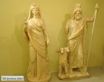 Hades, Persephone en Cerberus - Foto van https://www.grieksegids.nl/fotos/uploads-thumb/11-01-21/1610355243._persiphone-hades-cerberus.jpg