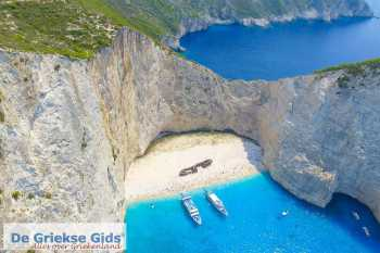 Scheepswrak (Zakynthos) - Navagio - De Griekse Gids - Foto van https://www.grieksegids.nl/fotos/uploads-thumb/21-04-20/1587478056._scheepswrak-zakynthos-navagio.jpg
