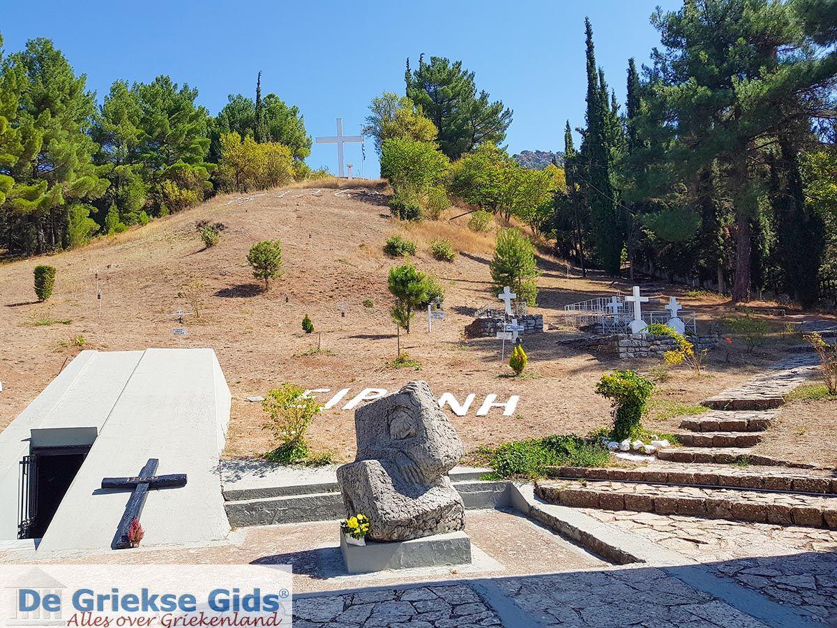 foto Kalavrita (Achaia) - Monument ter herinnering aan de massamoord tijdens WO II