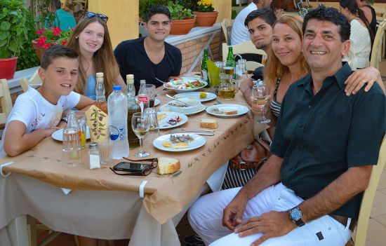 Jorgos met gezin in Griekenland