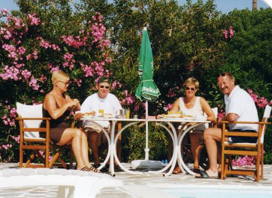 Naar de cycladen griekenland weblog - Zwembad onder het terras ...