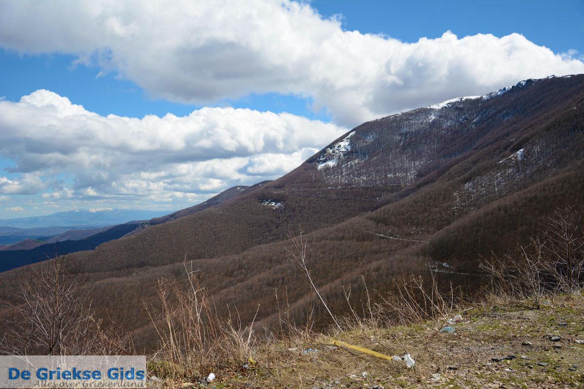 foto Onderweg van Florina stad naar het skioord Vigla bij Pisoderi   Macedonie foto 5