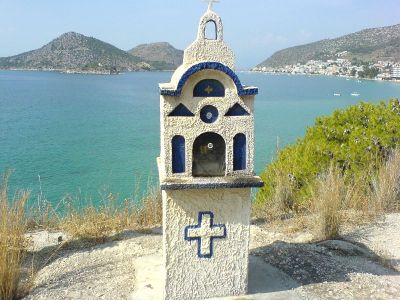 Kapelletje langs de weg nabij Tolo - Foto van alice41