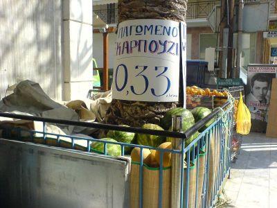 Koude watermeloenen te koop in Tolo - Foto van alice41