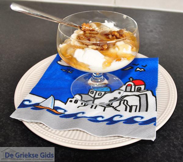 Yoghurt met honing en walnoten
